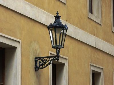 13-svetilnik-na-stene