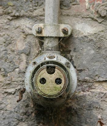 Признаки необходимости замены проводки