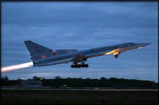 двигатель реактивного самолета на взлете – 130 дБ