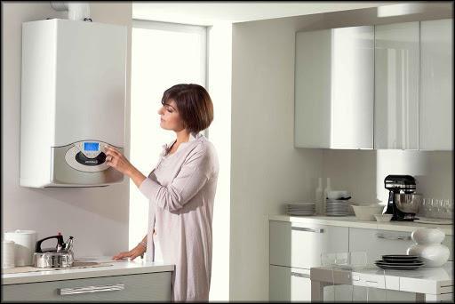 электрокотел размещенный на кухне