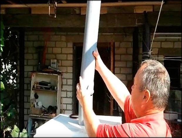 Убрать влажный воздух можно через пластиковую трубу