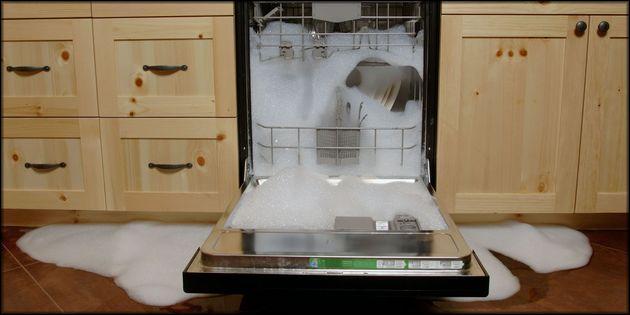 течет из посудомоечной машины
