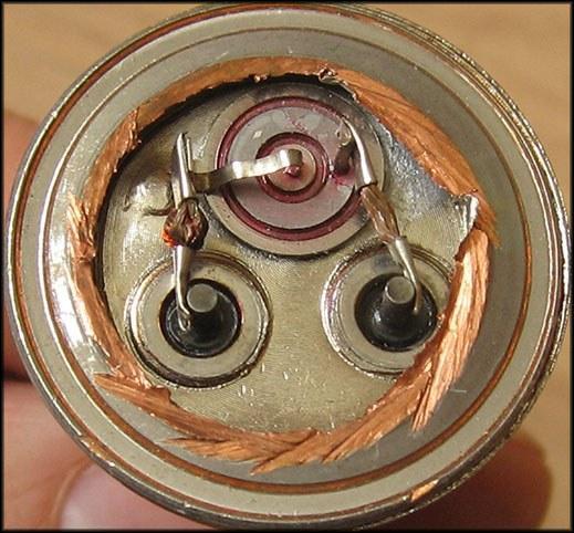 Металлический транзистор со снятой крышкой