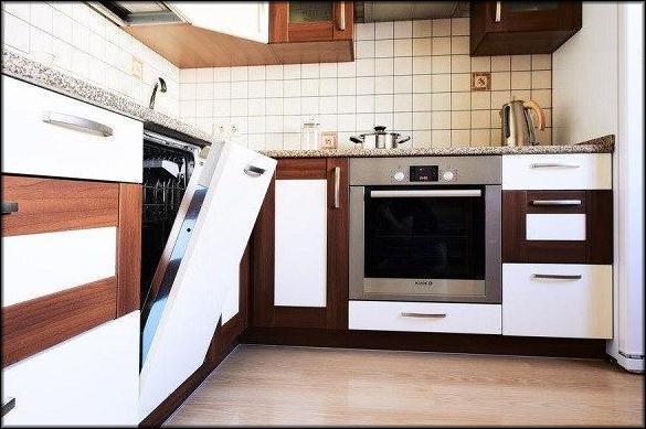 Посудомойку лучше поставить подальше от электроплиты